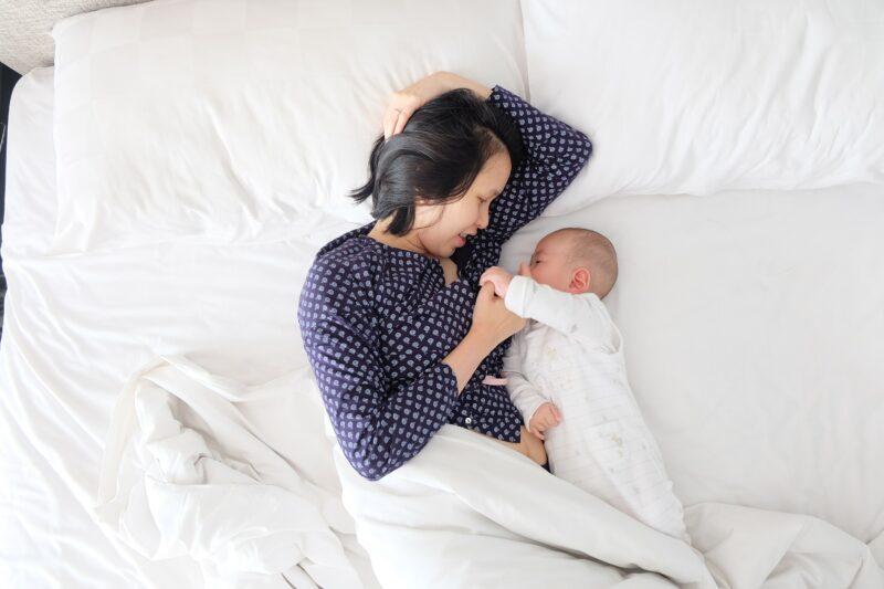 biztonsagos-egyuttalvas-a-babaval